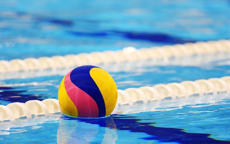 La calidad del agua en las piscinas durante la temporada for Agua de la piscina turbia